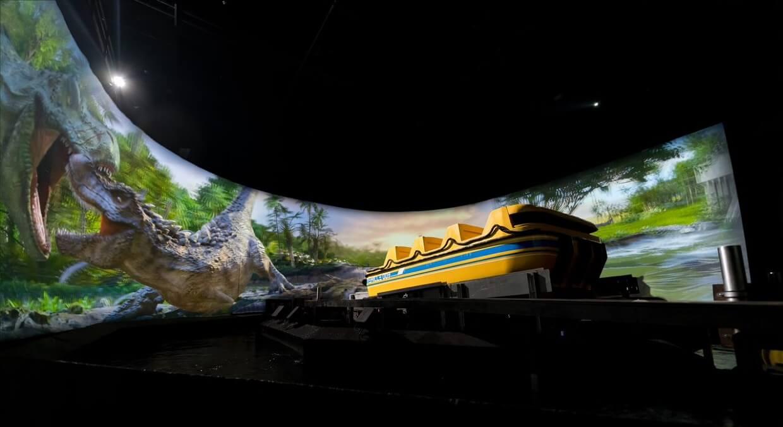 在Trans Studio Cibubur的侏罗纪岛超级激流勇进项目